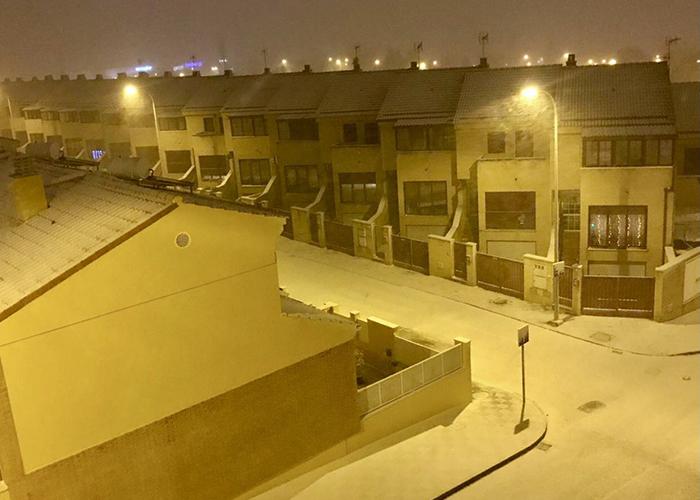 Cortadas varias calles en Cuenca ante la intensa nevada caída y la previsión de hielo