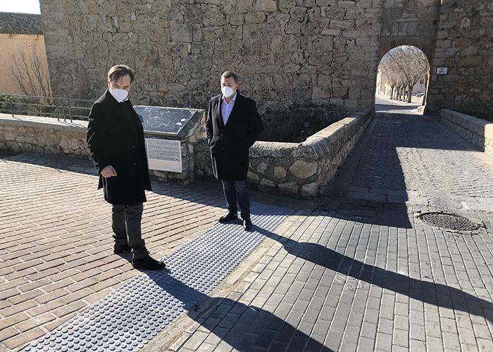 El Ayuntamiento de Cuenca mejora la accesibilidad del entorno del Arco de Bezudo