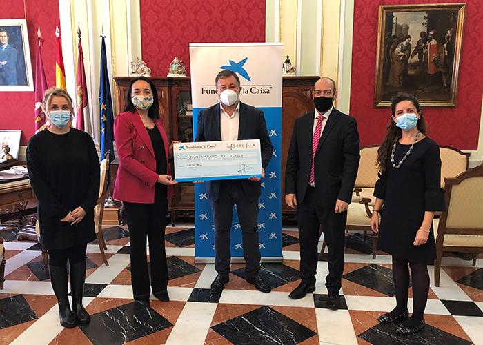 El Ayuntamiento de Cuenca recibe una donación de 5.000 euros de la Fundación 'la Caixa' para su proyecto de 'Atención a personas sin hogar durante la Covid-19'