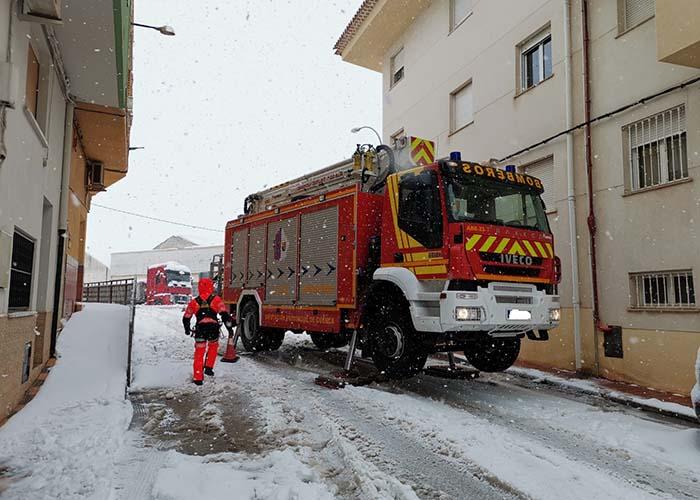 Los bomberos de la Diputación de Cuenca han realizado 112 intervenciones de prevención para evitar la caída de nieve y hielo