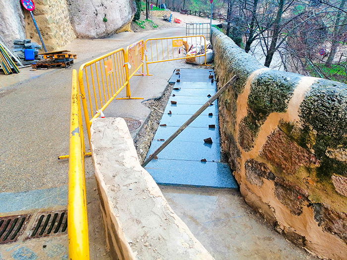 El Grupo Popular visita las obras del Puente San Pablo y sugiere la posibilidad de reestudiar la intervención en el desembarco a calle Canónigos