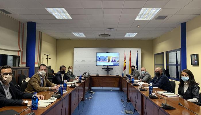 Escudero traslada a Asaja el compromiso del Ejecutivo regional para hacer compatibles la ganadería extensiva con la conservación del lobo