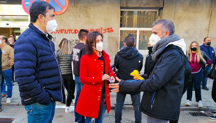 Luz Moya y José Ángel Gómez asisten a la manifestación organizada por los trabajadores de Siemens-Gamesa
