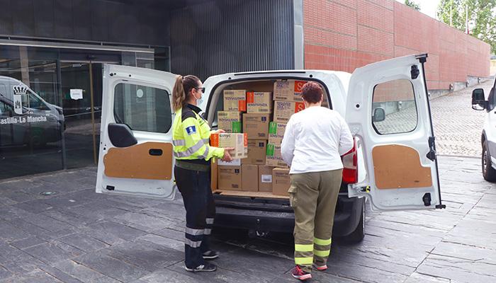 El Gobierno de Castilla-La Mancha ha distribuido esta semana cerca de 608.000 artículos de protección para profesionales sanitarios
