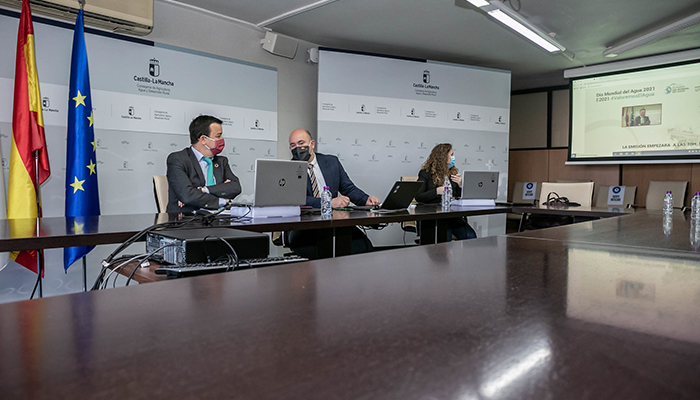 El Gobierno regional considera que el desafío del agua a nivel nacional debe afrontarse desde el apoyo a un modelo de agricultura familiar en toda España