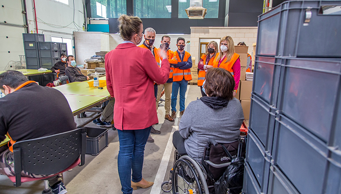 El Gobierno regional destaca la labor de AMIAB con las personas con discapacidad y estudia nuevos proyectos para implantar en la provincia de Cuenca