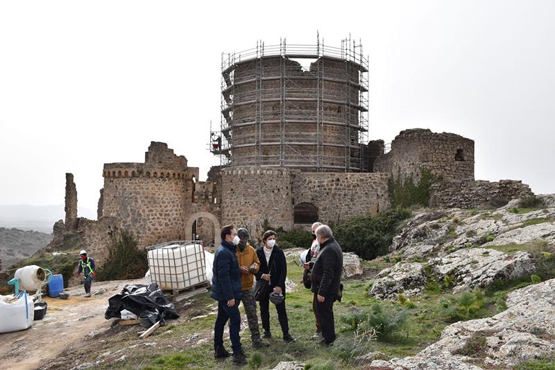 La Diputación de Cuenca comienza las obras de restauración de la torre del homenaje y la muralla del conjunto histórico de Moya