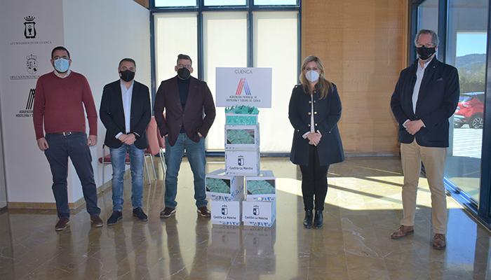 La Junta entrega más de 54.000 monodosis de gel hidroalcoholico a los hosteleros de Cuenca