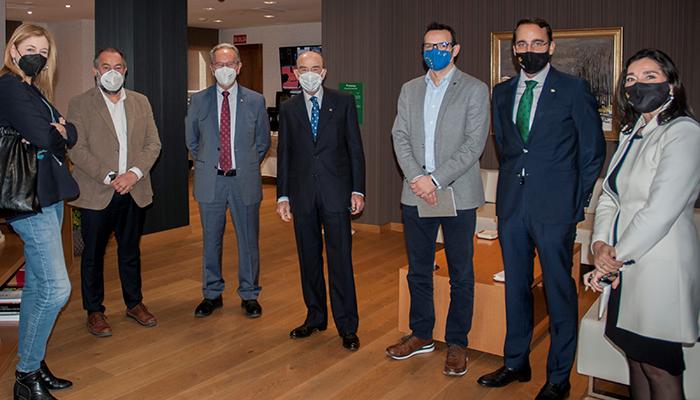 La UCLM y Globalcaja estrechan lazos en la primera visita institucional del rector a la entidad financiera