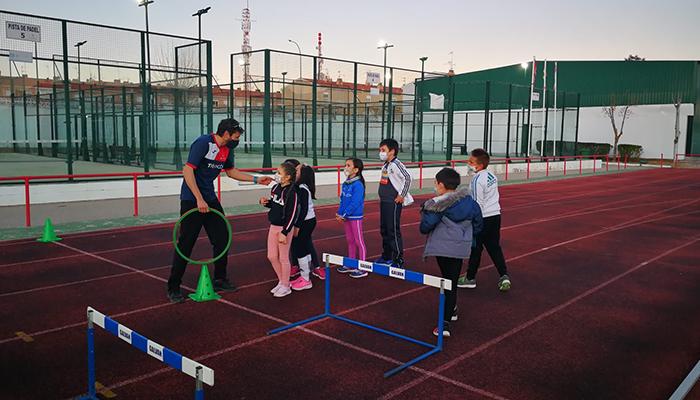 Las Escuelas Deportivas Municipales de Tarancón superan los 400 inscritos y completan grupos en atletismo, fútbol y baloncesto