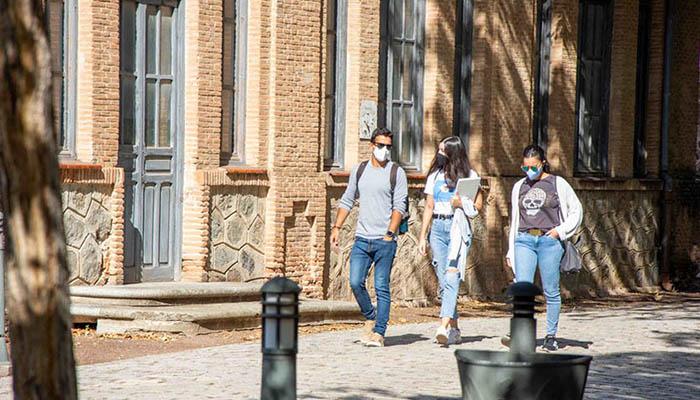 Las mujeres son mayoría en los colectivos de estudiantes y personal de administración de la UCLM y avanzan en el de personal docente e investigador