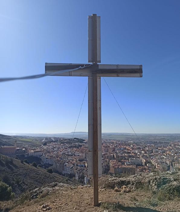 Las tres cruces ya anuncian en Cuenca la llegada de la Semana Santa