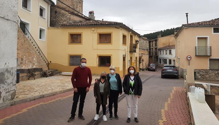 Torralba informa a los alcaldes de Fresneda de la Sierra y Fuertescusa de la llegada de los primeros fondos del Plan de Recuperación dotados con 581 millones de euros