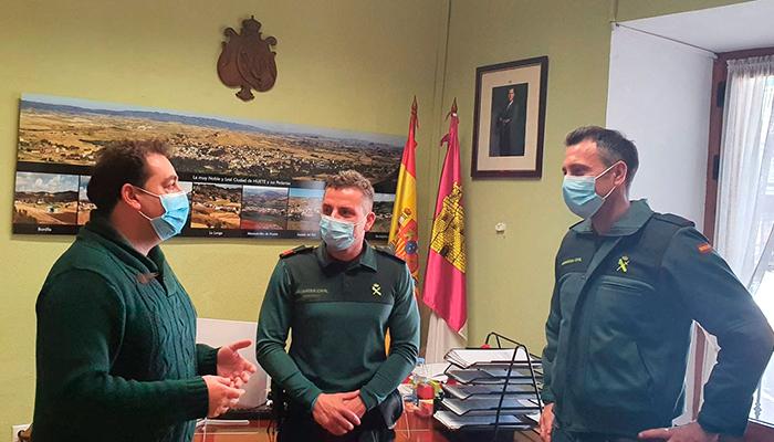 Doménech se reúne con el nuevo sargento de la Guardia Civil de Huete