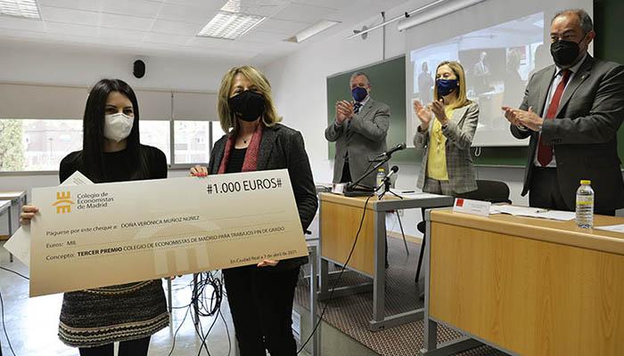 El Colegio de Economistas de Madrid premia a una graduada de la UCLM por su estudio sobre la influencia que ejerce el diseño de un envase en su consumo