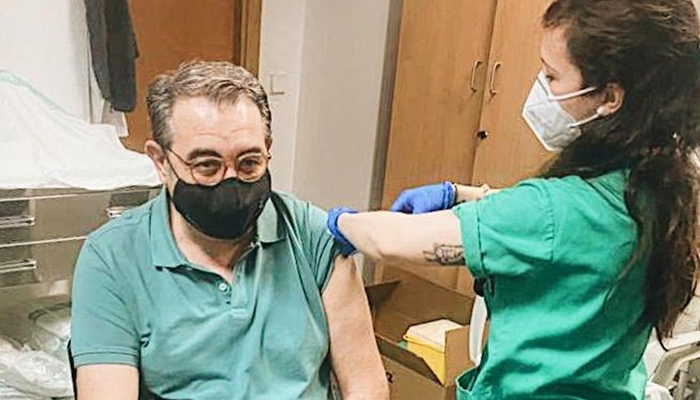 El consejero de Sanidad, primer integrante del Gobierno regional vacunado contra la Covid-19