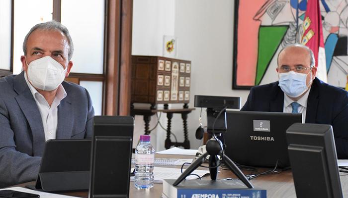 El Gobierno de Castilla-La Mancha abordará la elaboración del 'Mapa Regional de Fosas' con la Universidad regional