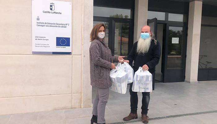 El Gobierno regional entrega a los centros educativos de la provincia de Cuenca alrededor de 300.000 mascarillas quirúrgicas para docentes y personal no docente