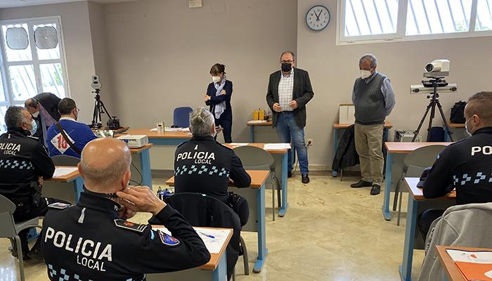 El Gobierno regional forma a 19 policías locales de Cuenca en el manejo de equipos de medición de velocidad