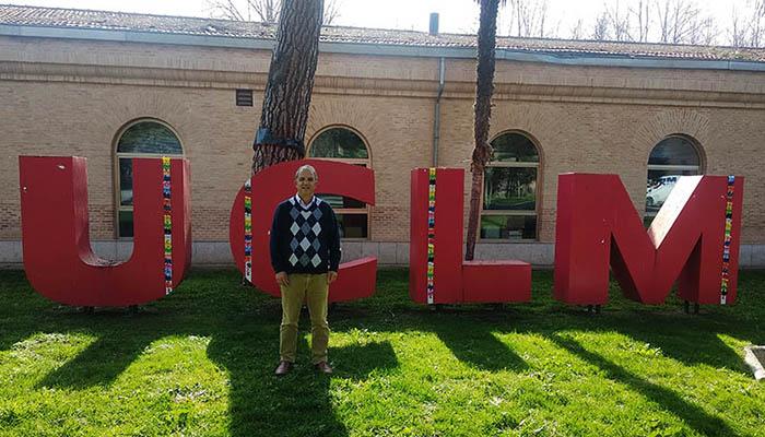 El profesor de la UCLM Abderrazzak Douhal, editor de la revista internacional PhysChem