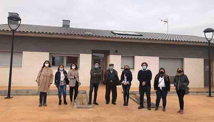 La delegada provincial de Bienestar Social visita las viviendas dirigidas a personas con discapacidad construidas en Mota del Cuervo