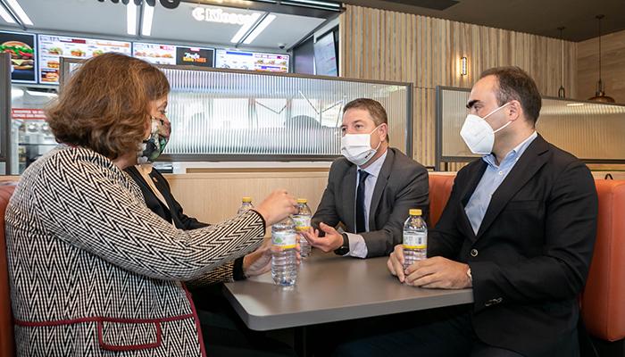 Page anuncia que la próxima semana se inocularán 20.000 vacunas al día en Castilla-La Mancha