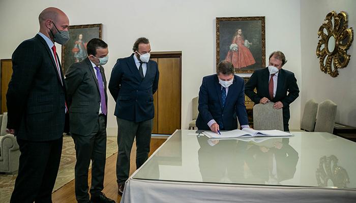 """Page solicita """"con urgencia"""" a los 27 ministros de Agricultura de la Unión Europea la activación de fondos adicionales para el sector vitivinícola"""