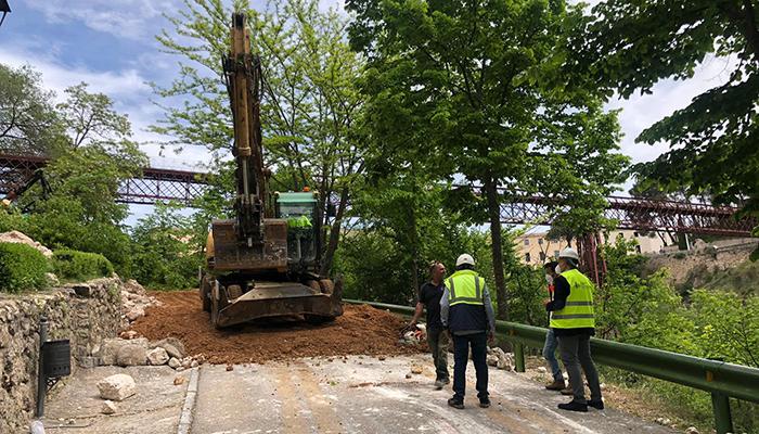 Comienzan las obras de limpieza, saneamiento y consolidación del muro de la calle Canónigos