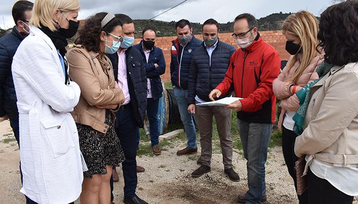 El Gobierno regional colabora con el Ayuntamiento de Mira en el mantenimiento de la cubierta de la ludoteca