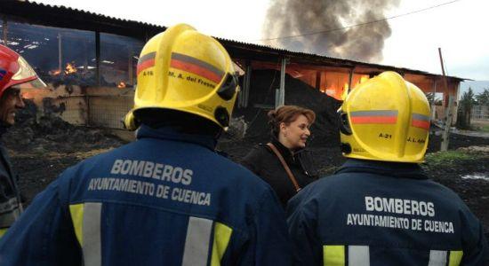 Evacuado todo un edificio en Carretería por un incendio en una vivienda