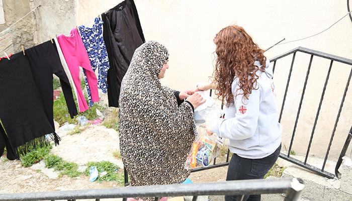 Familias y ancianos palestinos reciben ayuda de emergencia por la pandemia con un proyecto de Cáritas Cuenca y fondos de la Junta