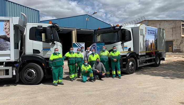 La Mancomunidad El Záncara adquiere dos nuevos camiones para mejorar los servicios en la recogida de basura que presta a 21 municipios