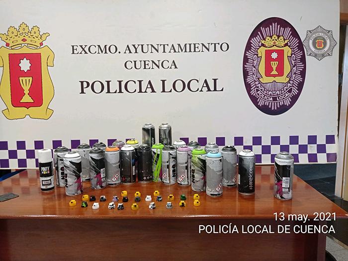 """La Policía Local de Cuenca """"pilla"""" a tres grafiteros en la Avenida Juan Carlos I y decomisa varios sprays"""