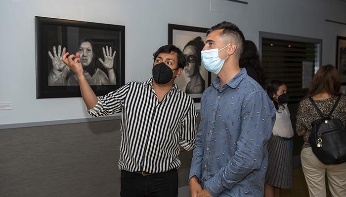 El Centro Joven de Cuenca acoge hasta el 2 de julio la exposición 'Caras, almas y dramas' de Guillermo Román