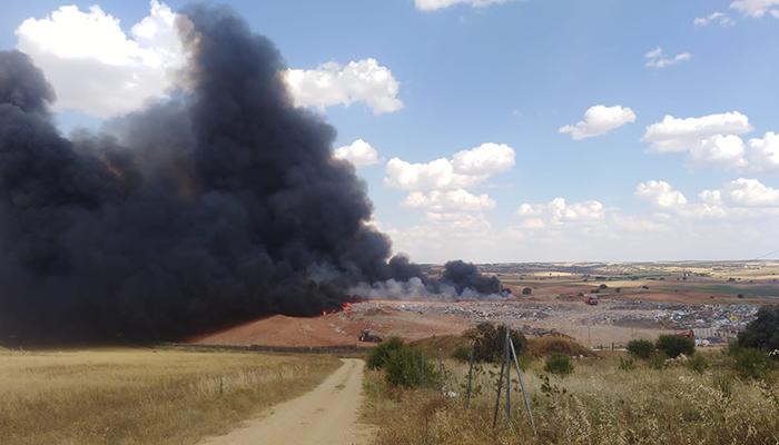 El PP exige a Chana responsabilidades por el incendio de su macrovertedero y alerta sobre la contaminación de agua y aire
