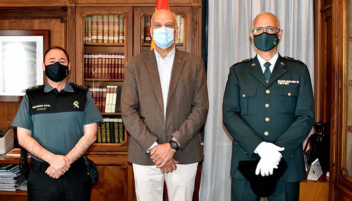 El subdelegado del Gobierno recibe al nuevo comandante de la Guardia Civil destinado en Cuenca