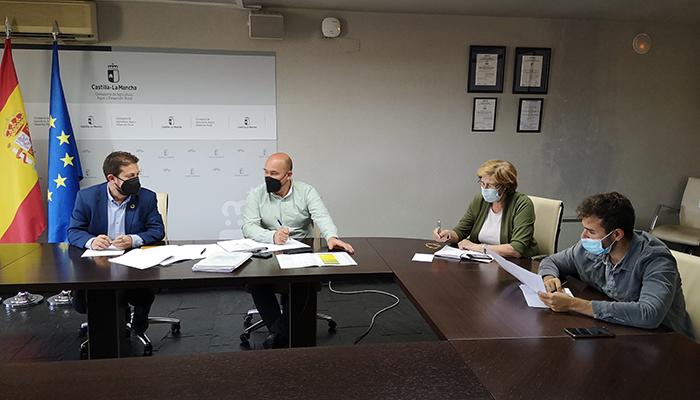 La Asociación de Municipios Ribereños y la Junta acuerdan establecer una Comisión de Seguimiento del Real Decreto de las obras