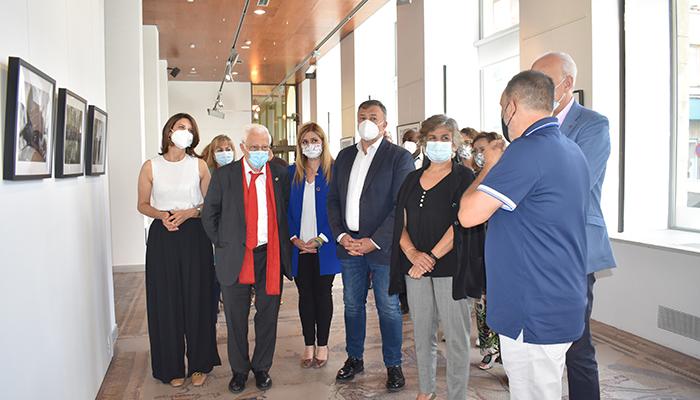 La Junta destaca la labor de Mensajeros de la Paz e invita a visitar la muestra ´Afrincados´ en la Sala Iberia hasta el 29 de junio