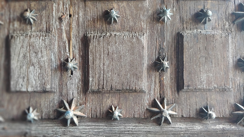 detalle de la puerta de la iglesia   Liberal de Castilla