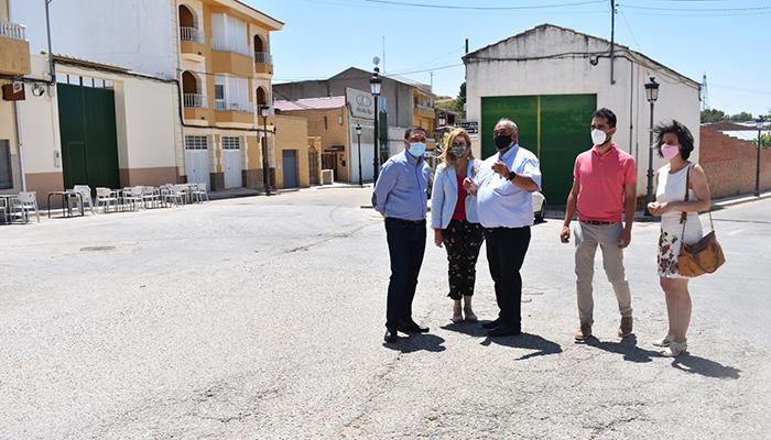 El Gobierno regional y el Ayuntamiento de San Lorenzo de la Parrilla firman el convenio para la cesión de la travesía de la CM-2117a
