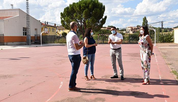 La Diputación de Cuenca y el Ayuntamiento de Sotos están invirtiendo 84.000 euros en la pista de pádel, la piscina y el polideportivo