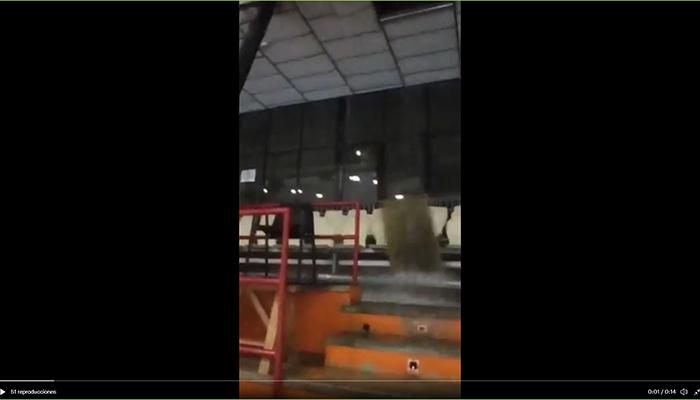 Cae parte del techo del polideportivo El Sargal