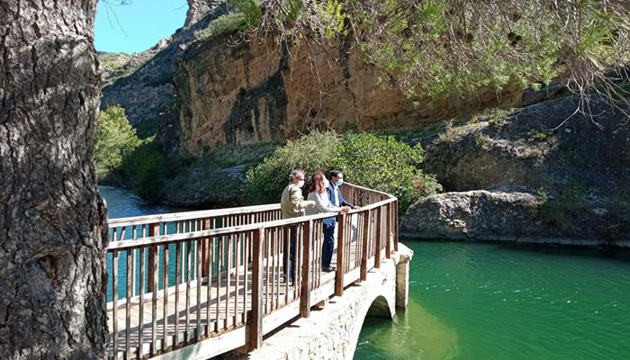 La Diputación de Cuenca y el Ayuntamiento de Buendía invertirán 61.000 euros en reformar la pista de pádel y reparar la piscina