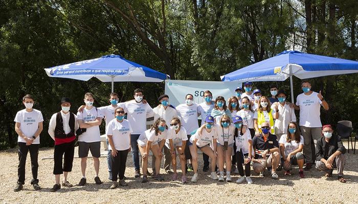 Los voluntarios de manantial de Solán de Cabras realizan una actividad medioambiental de ocio con jóvenes y familias de Cuenca