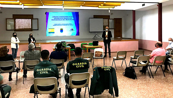 El subdelegado del Gobierno en Cuenca clausura unas jornadas contra la Violencia de Género celebradas en Landete