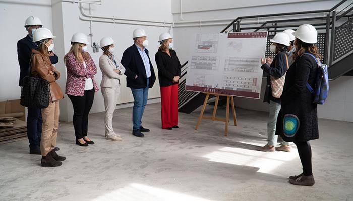 La consejera de Educación pone como centro de referencia de proyectos bilingües el CEIP 'Isaac Albéniz' de Cuenca