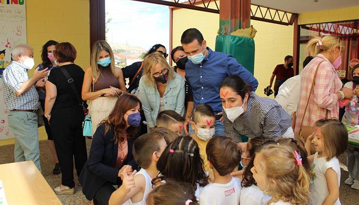La Junta subraya la educación y el trabajo en las aulas como la gran herramienta para generar un futuro mejor
