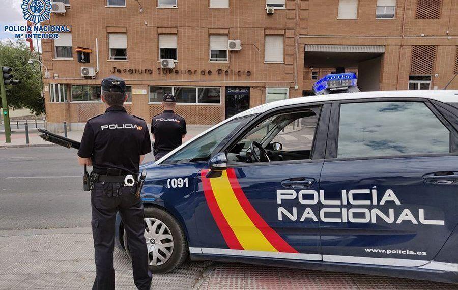 La Policía Nacional de Cuenca ha puesto en marcha el 'Plan Comercio Seguro' que refuerza la presencia policial en zonas comerciales